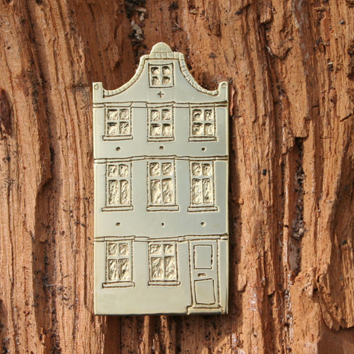 Architectural brooches